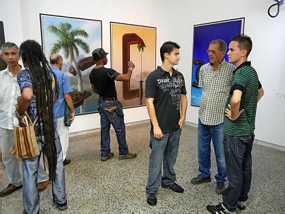 Visitantes debatiendo. (Dichosos los que 2 Sep 2011)